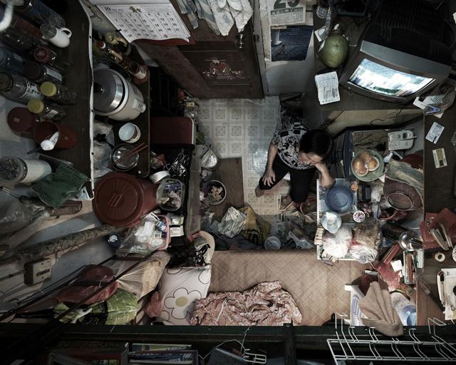 Fonte imagem: http://abcnews.go.com/blogs/headlines/2013/02/shocking-photos-of-cramped-hong-kong-apartments/