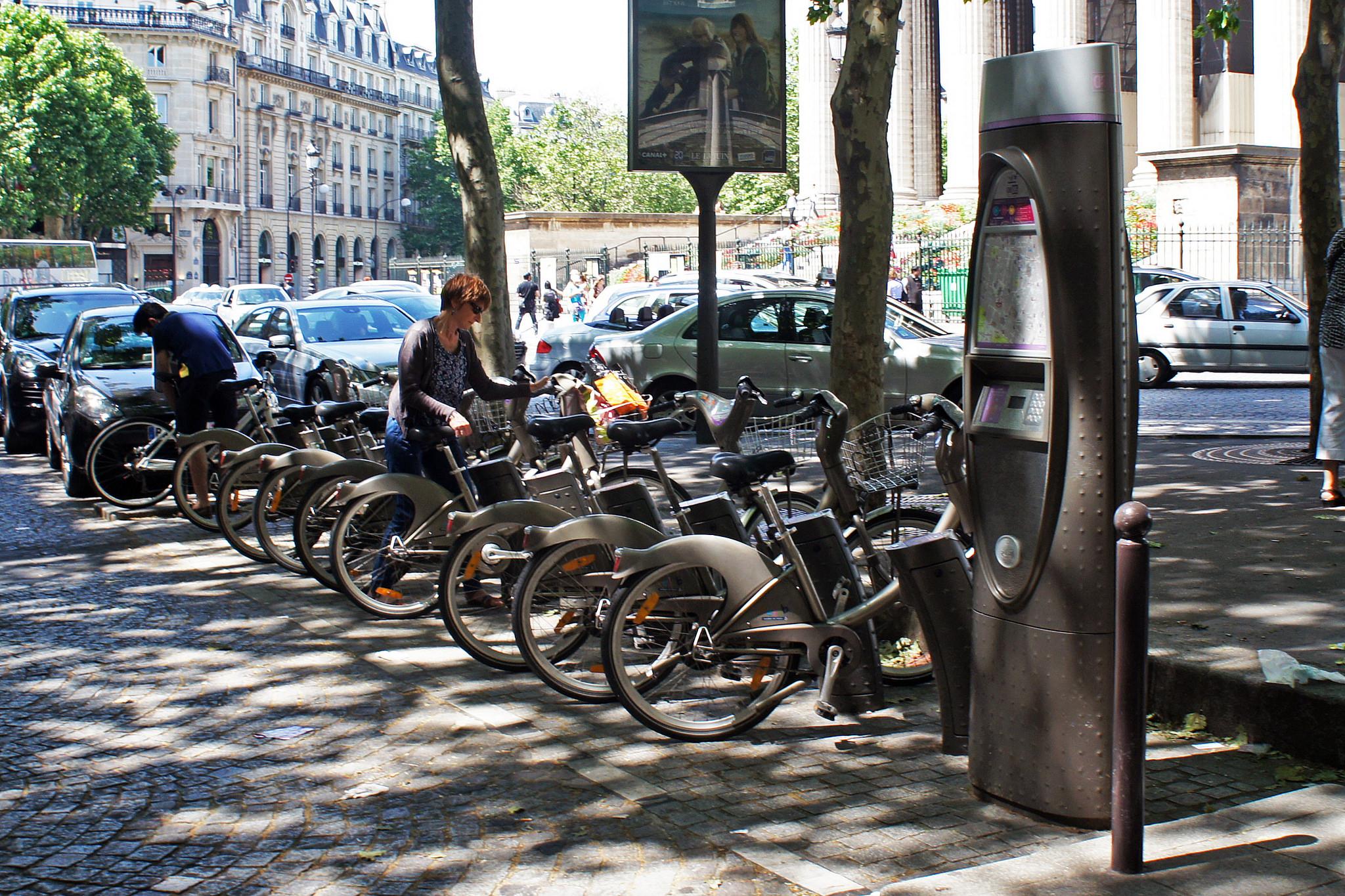 Vélib, em Paris: bikesharing de terceira geração