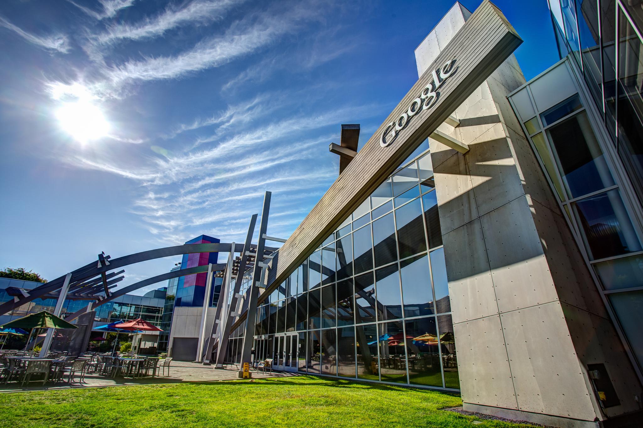 """""""Googleplex"""" em Moutain View, na California. Foto por rjshade @ Flickr"""