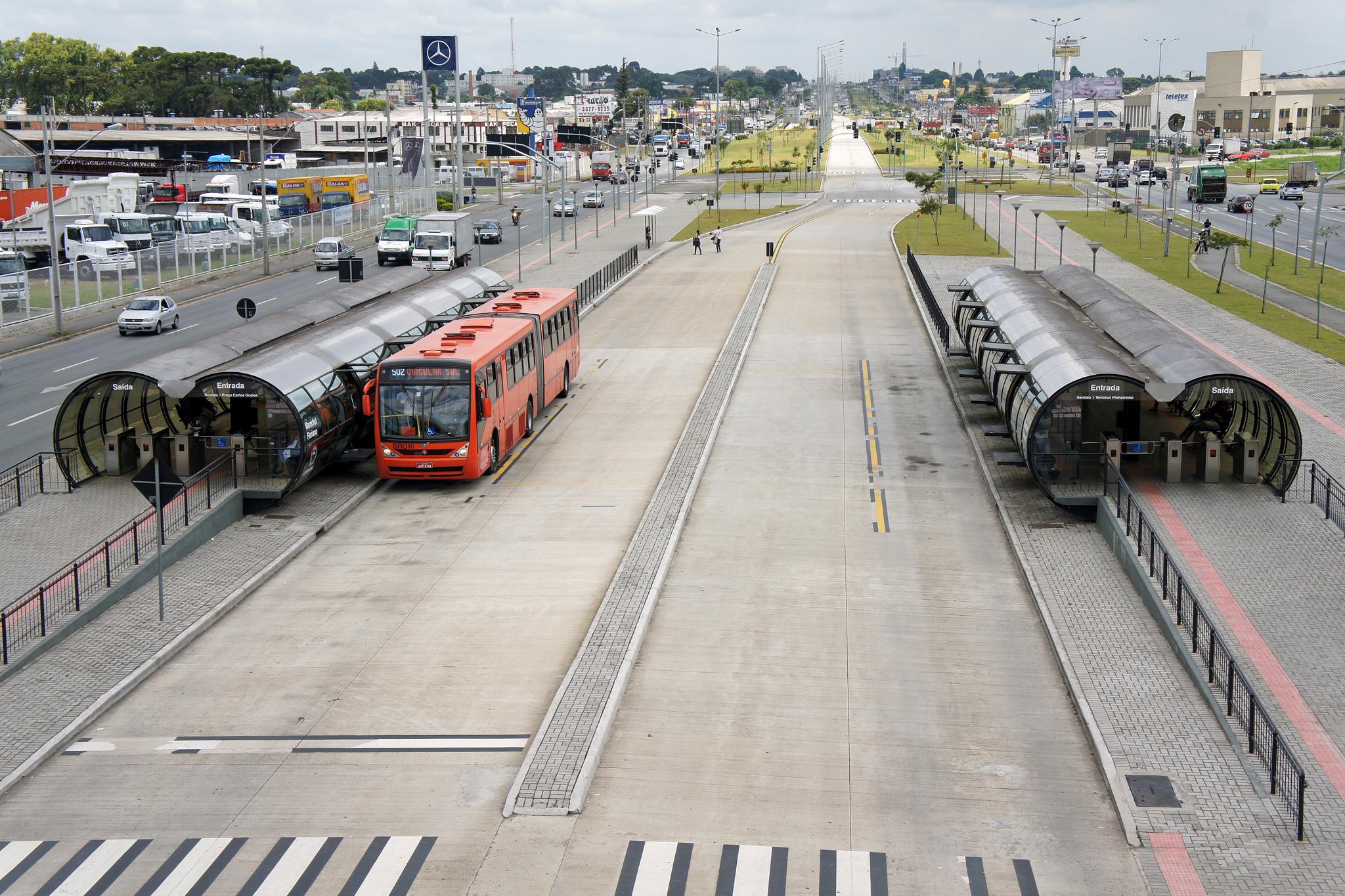 Corredores de ônibus em Curitiba.