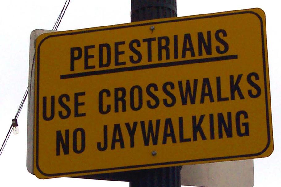 """""""Jaywalking"""": como a indústria automobilística proibiu atravessar a rua"""