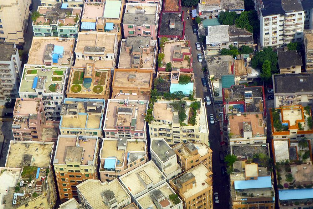 Vista aérea dos vilarejos de Shenzhen, que dispensaram largura das ruas em troca de área habitável