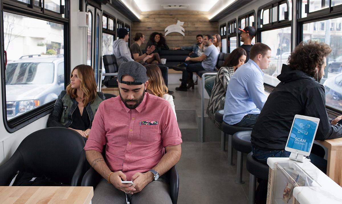 Interior do ônibus do Leap, serviço recentemente lançado em San Francisco.