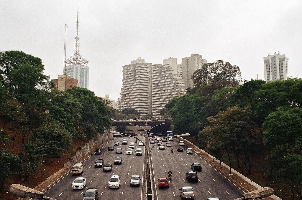 Av. 23 de maio, em São Paulo. Foto: lu @ Flickr
