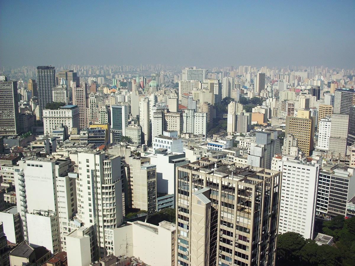 Centro de São Paulo. Densidade, proximidade e diversidade de moradias e espaços, em uso misto e à nível da calçada. Imagem: Autor.
