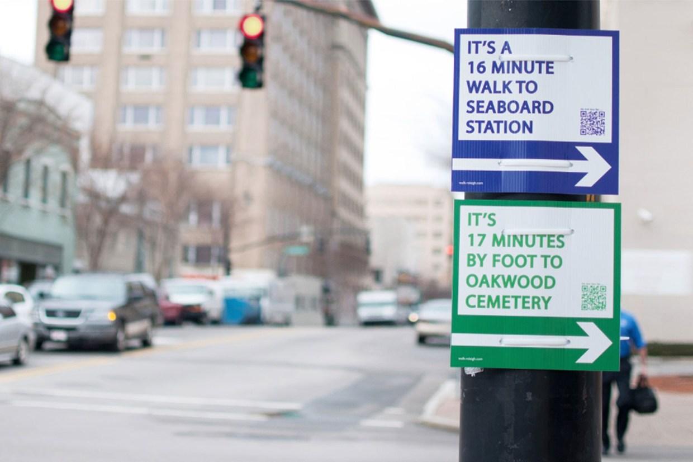 Matt Tomasulo queria deixar sua cidade mais cheia de vida e por isso criou um projeto de sinalização para pedestres chamado Walk Your City.