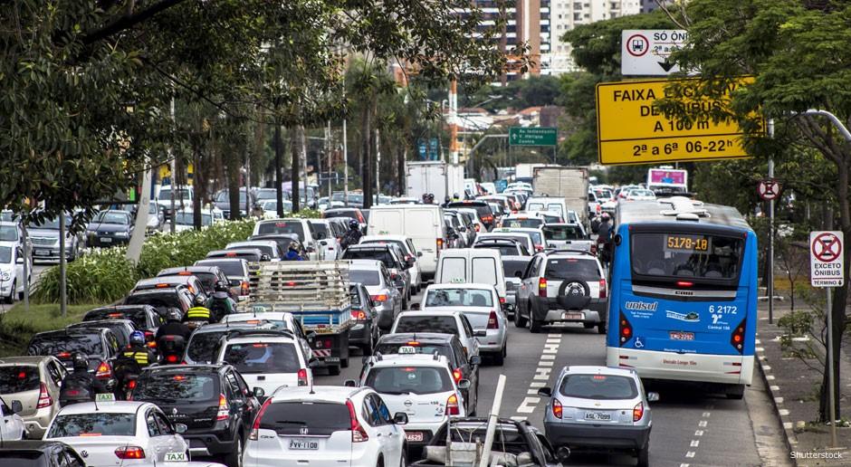 """Superar o modelo de desenvolvimento baseado na cultura do automóvel é fundamental para planejar o futuro de nossas cidades. """"Até porque chegamos ao limite"""", diz Ling"""