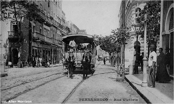 Um bonde de tração animal no Recife, entre 1867-1913. Foto: Tramz.com.