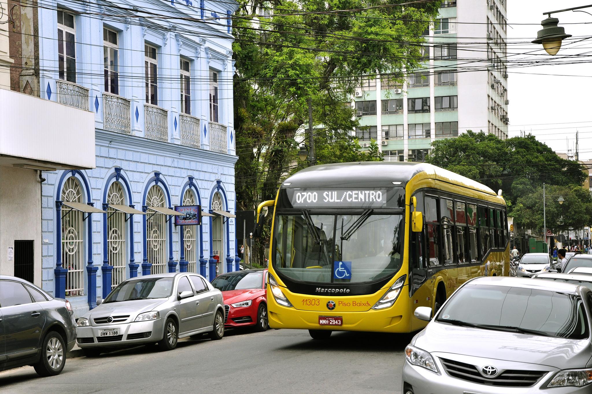O ônibus está ultrapassado? Como resolver a crise do transporte público