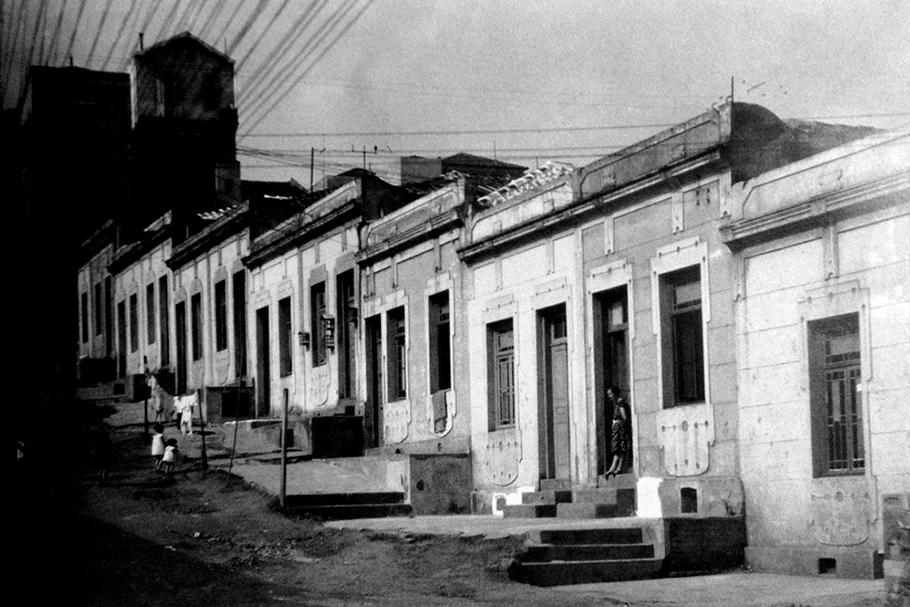 Cortiço na rua Cardeal Arcoverde, São Paulo, fevereiro de 1938.