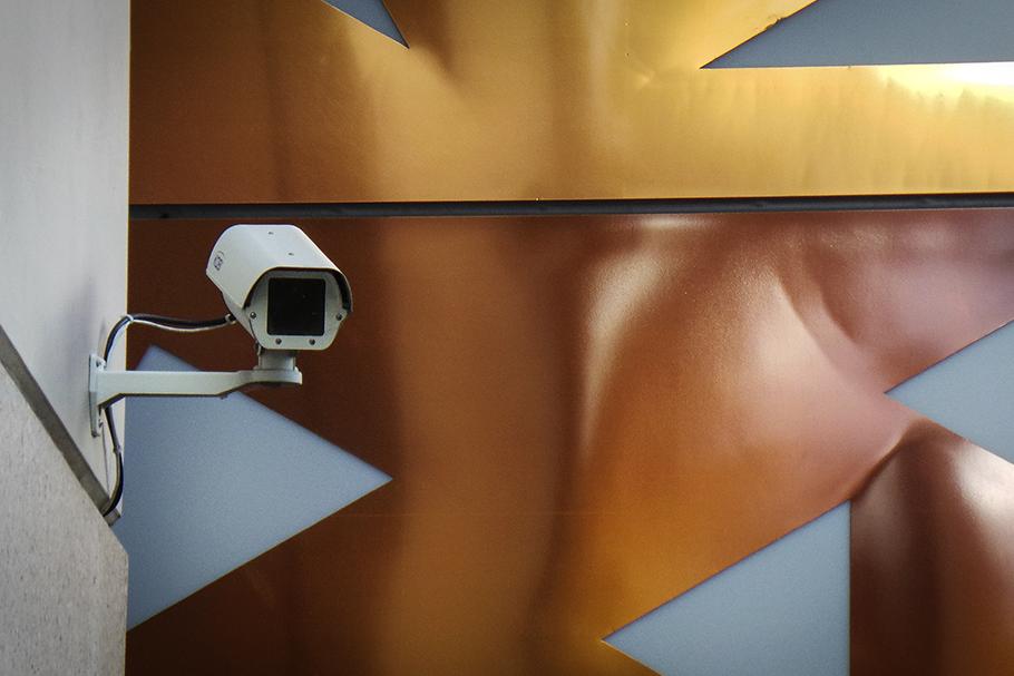 Câmeras de reconhecimento facial no espaço público usam dados sem nossa autorização