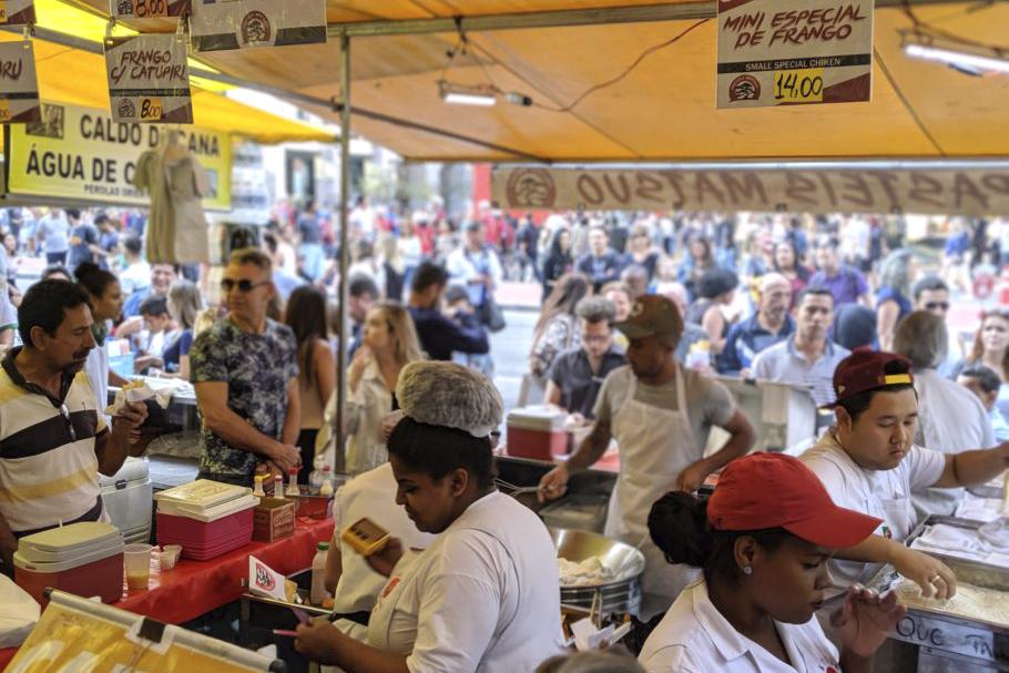 A comida e o espaço público: ambulantes