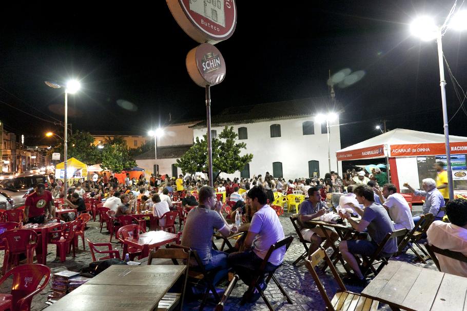A comida e o espaço público: mesas nas calçadas