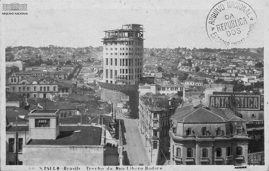 Rua Líbero Badaró, centro de São Paulo, década de 1930. Saturnino de Brito.