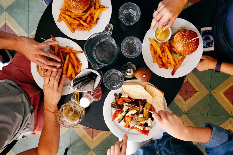 Os restaurantes estão morrendo e levando a economia das cidades com eles?