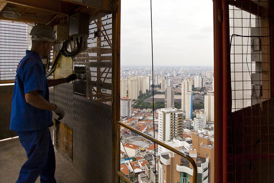 """Explicando o paradoxo """"quanto mais prédios, mais caros os imóveis"""""""