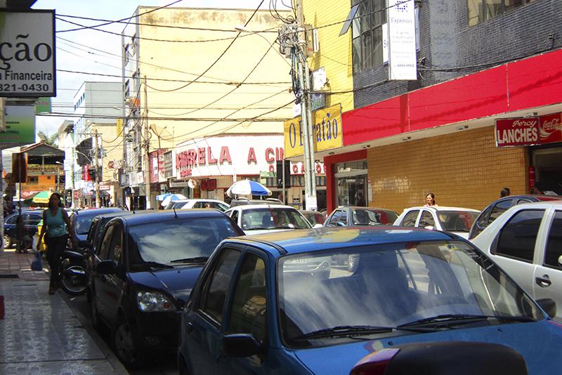 Como o estacionamento grátis piora o congestionamento