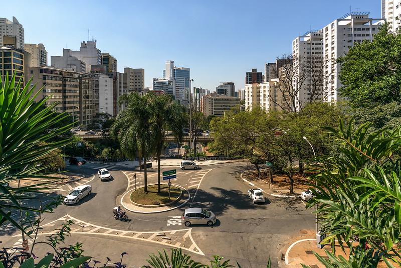 As cidades na pandemia: o papel do tamanho e da densidade urbana