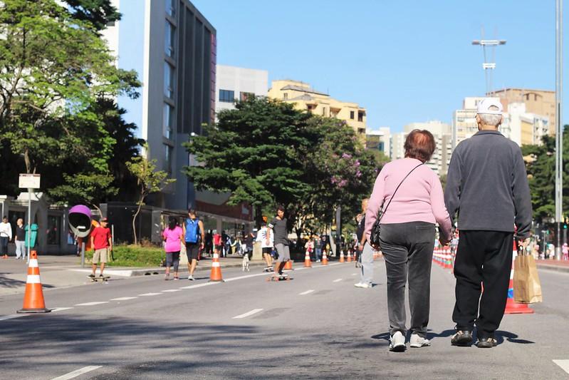 Abrir ruas para as pessoas estimula o comércio e ativa as fachadas