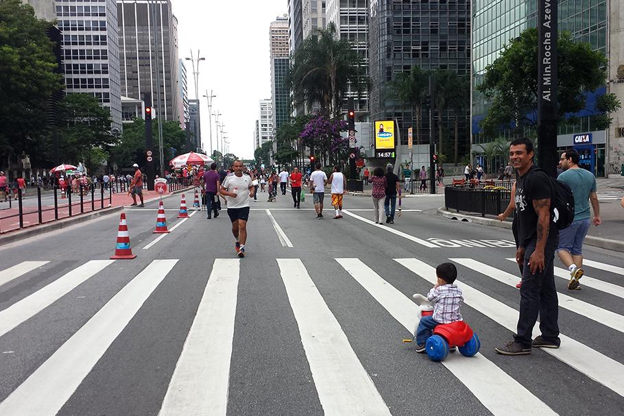 Por que é urgente defender a mobilidade para pedestres na agenda política?