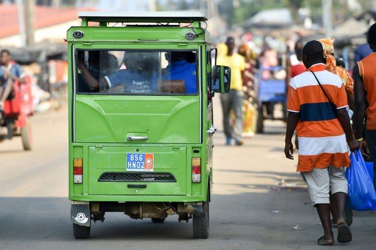 Saloni, em Abidjan, Costa do Marfim.