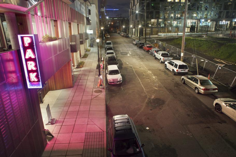Estacionamento na rua.