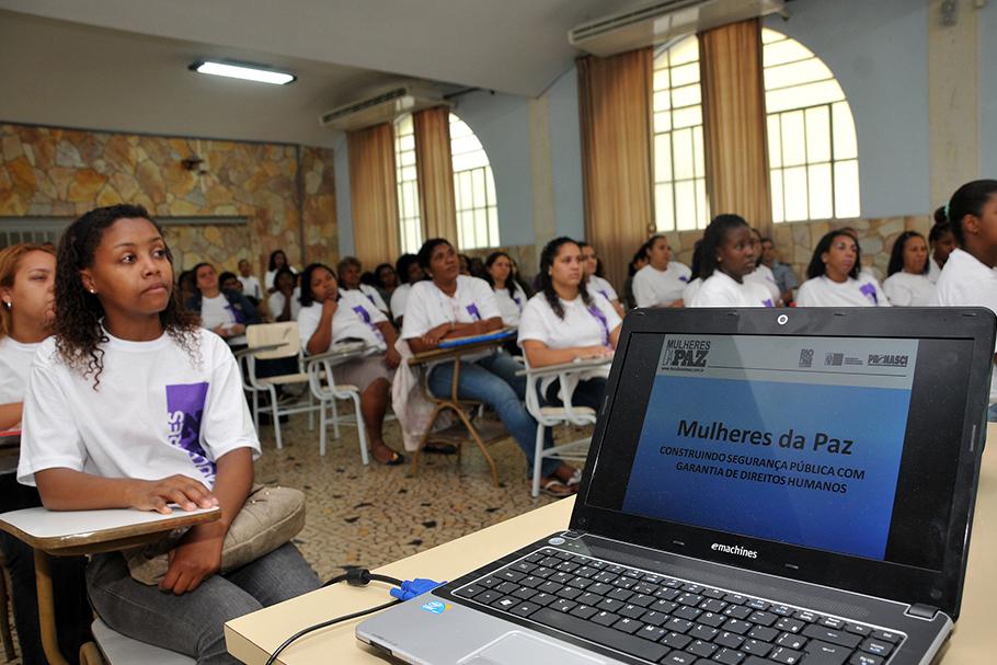 Aula inaugural do Projeto Mulheres da Paz no Rio de Janeiro.