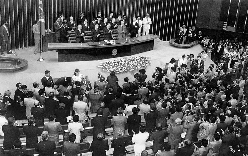 Instauração da Assembléia Constituinte, em 1987. A Constituição Federal de 1988 tratou pela primeira vez do direito urbanístico.