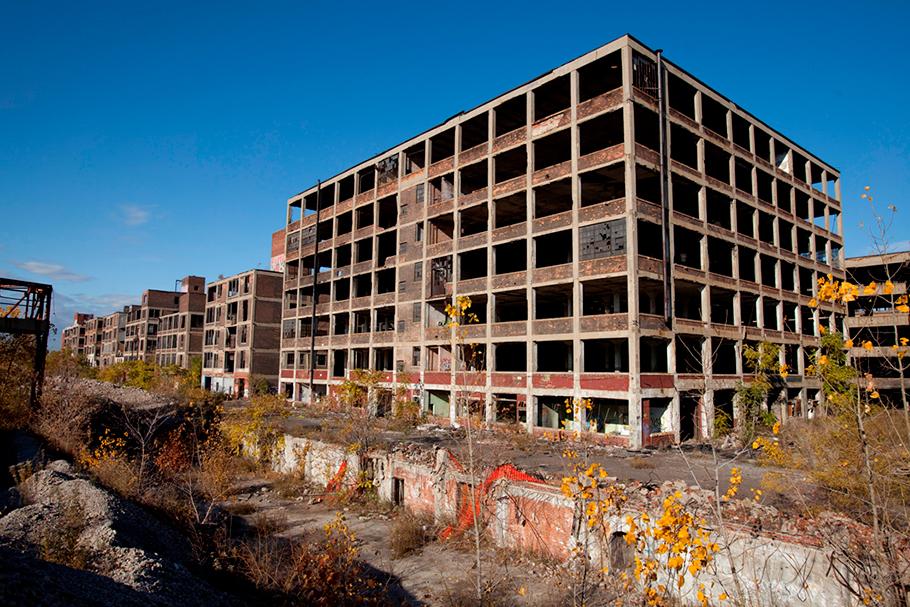 Fábrica abandonada de automóveis Packard, em Detroit